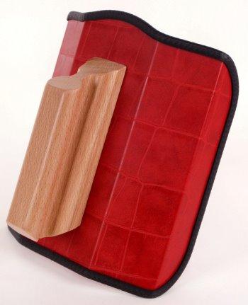 Dieses Bild zeigt das Re-Champ Handregiepult für Fernbedienungen in Kroko rot Ledernachbildung