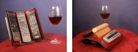 Dieses Bild zeigt das Re-Champ Handregiepult für Fernbedienungen im Größenvergleich zu Weingläsern